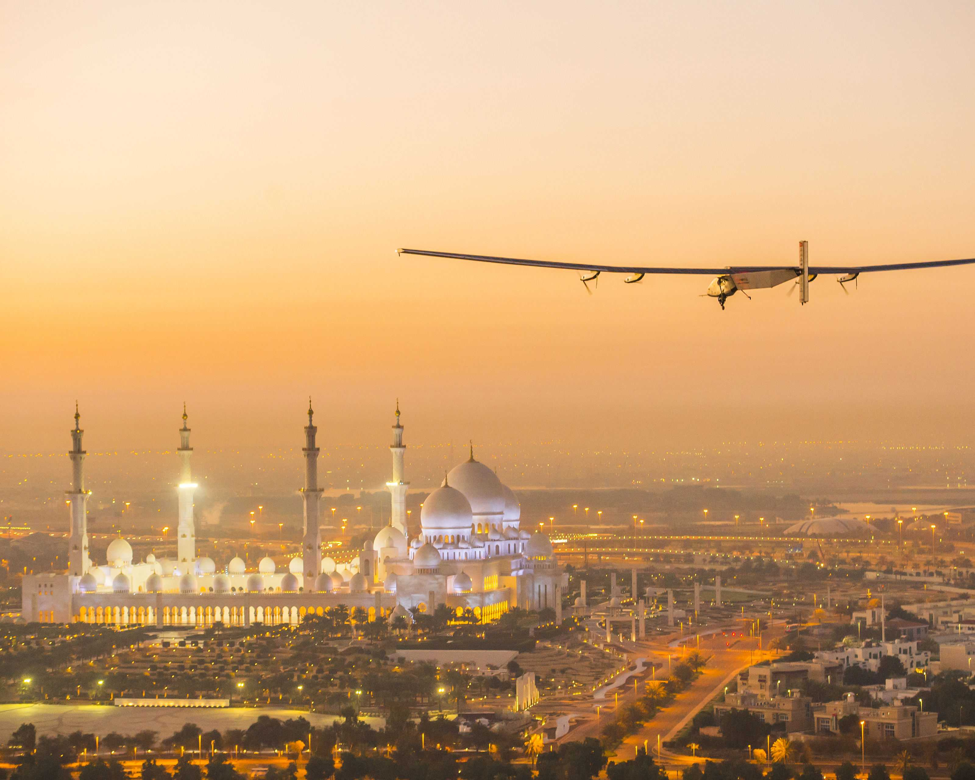 Solar Impulse_HB-SIB_Test_Flight_AbuDhabi | © Jean Revillard